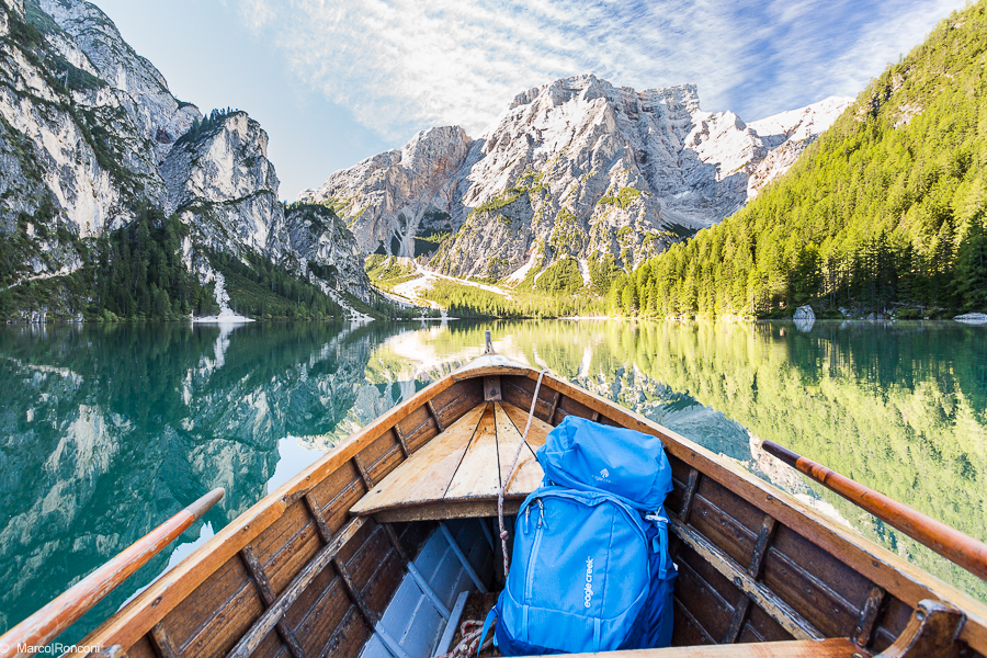 Eagle creek deviate 60 lake braies sud tirol boat reflection marco ronconi nature photography outdoor wilderness lago di braies alto adige prova zaino eagle creek riflesso barca fineart